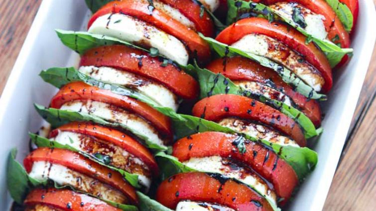Grillezett padlizsánsaláta mozzarellával és paradicsommal - recept
